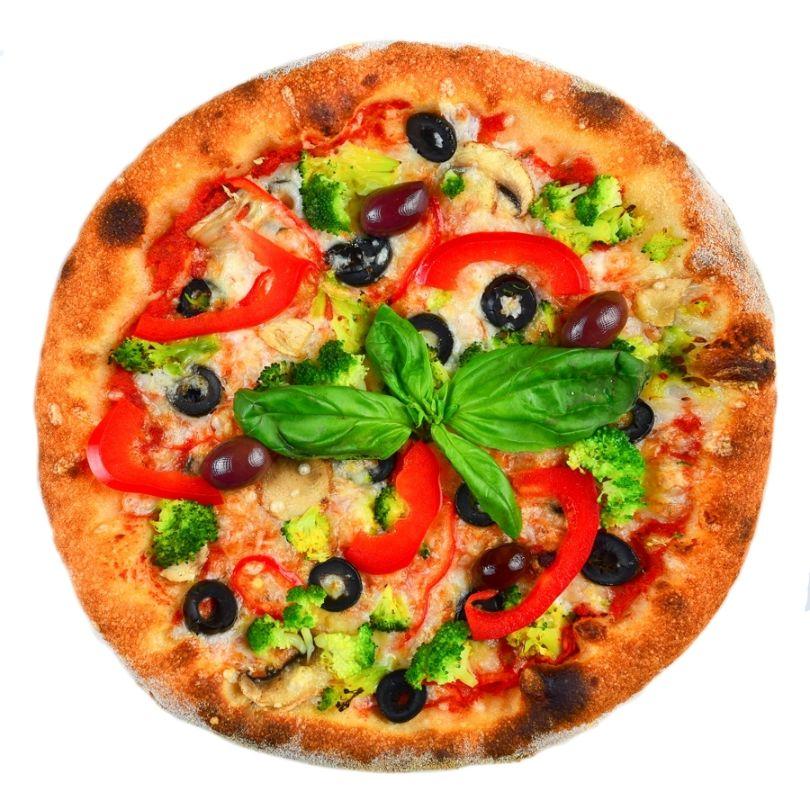 PIZZA DE POST, sos de rosii, cascaval de post, ciuperci, ardei gras, porumb, rosii, masline, broccoli, ulei de masline