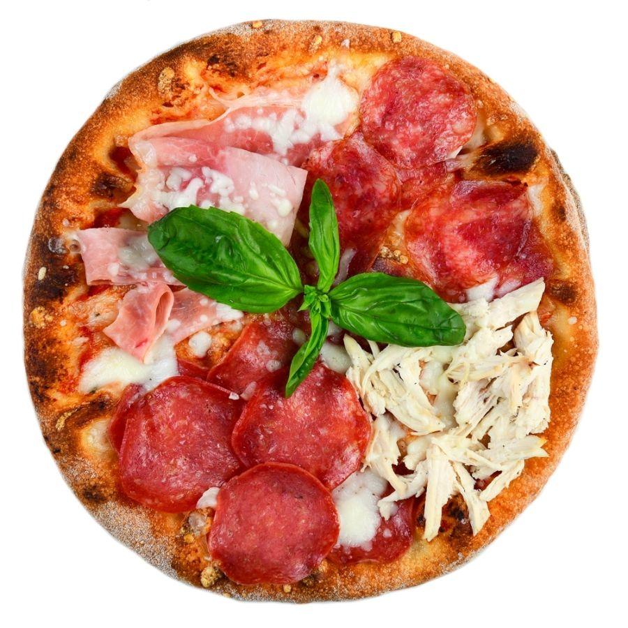 PIZZA QUATTRO CARNI, sos de rosii, mozzarella, sunca, salam, bacon, piept de pui, ulei de masline