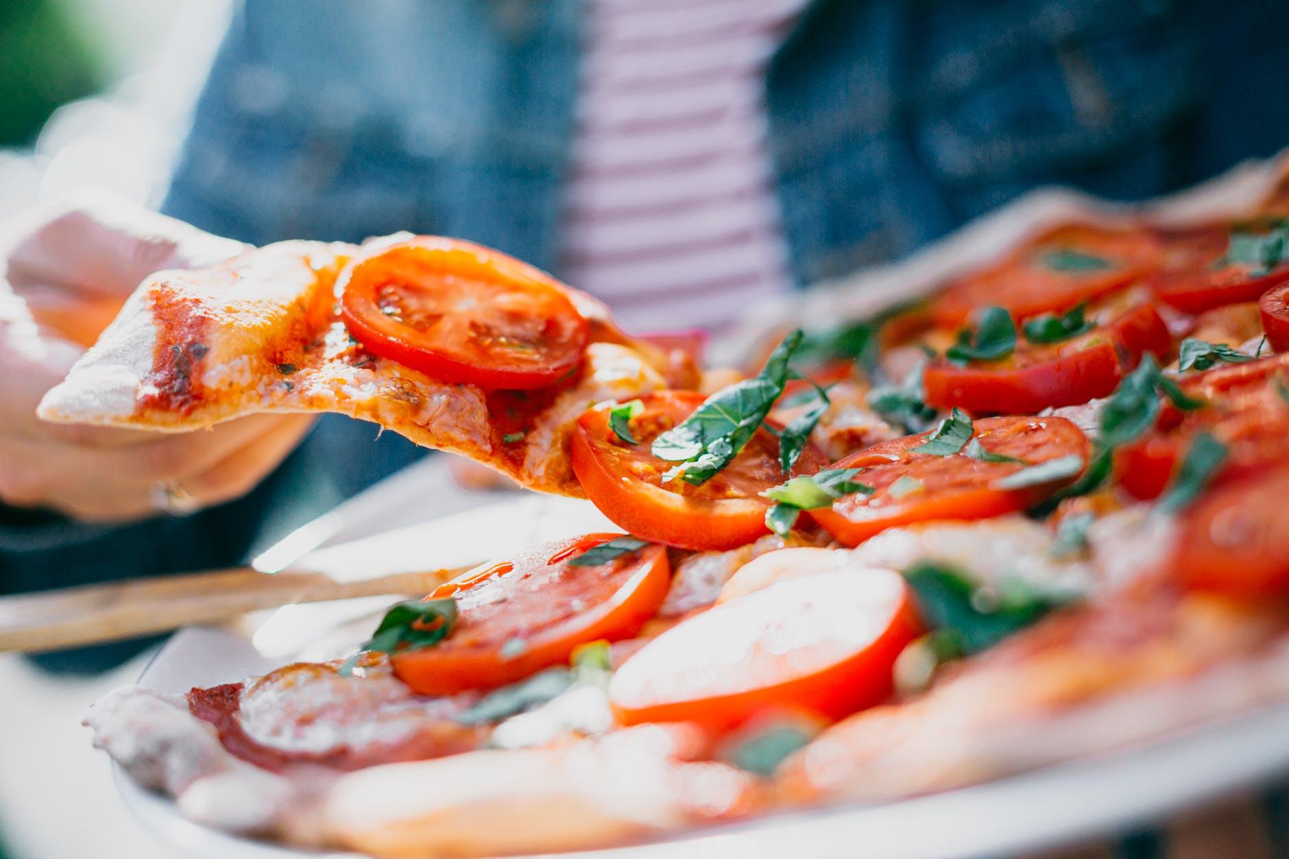 pizza, felie pizza, rosii, pizza vegetariana